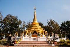 Guld- pagoda som namnges Phrathat San Hai Fotografering för Bildbyråer