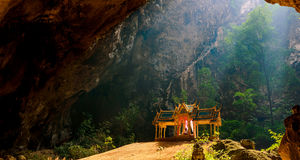 Phraya洛坤洞是最普遍的吸引力是在Rama国王期间王朝被修建的一个四有山墙的亭子它的秀丽a 库存图片