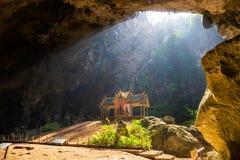 Phraya di stupore Nakhon frana il parco nazionale di Khao Sam Roi Yot a Prachuap Khiri che Khan Thailand è piccolo tempio fotografia stock libera da diritti