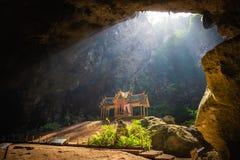 Phraya di stupore Nakhon frana il parco nazionale di Khao Sam Roi Yot a Prachuap Khiri che Khan Thailand è piccolo tempio fotografia stock
