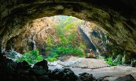 Phraya di stupore Nakhon frana il parco nazionale di Khao Sam Roi Yot a Prachuap Khiri che Khan Thailand è piccolo tempio immagini stock