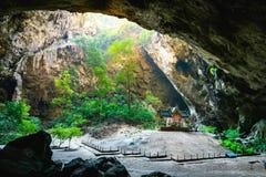 Phraya di stupore Nakhon frana il parco nazionale di Khao Sam Roi Yot a Prachuap Khiri che Khan Thailand è piccolo tempio immagini stock libere da diritti