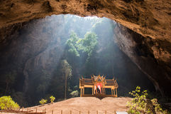 Phraya Nakhon grotta, Sam Roi Yot National Park, Pranburi, Thailand. Royaltyfri Foto