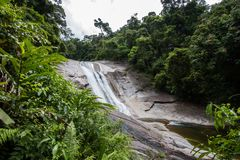 Phrom Lok Waterfall royaltyfri bild