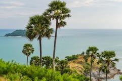 Phromthep与日落天空的海角观点在普吉岛,泰国 库存照片