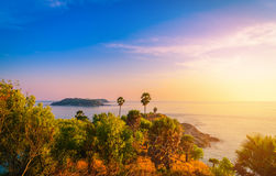 Phromthep在日落天空的海角观点在普吉岛 库存图片