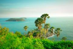 Phromthep udde, härlig sikt för Andaman hav i den Phuket ön, Tha Arkivfoto
