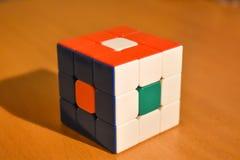 Phto ascendente próximo do truque do cubo do enigma 3D imagem de stock royalty free