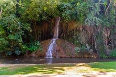 Phu在泰国唱了瀑布用仅水 -36到35度 免版税库存照片