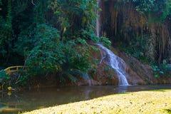 Phu在泰国唱了瀑布用仅水 -36到35度 图库摄影