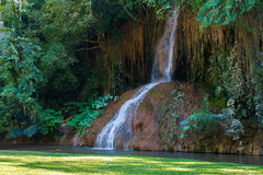 Phu cantou a cachoeira com água somente em Tailândia -36 a 35 graus Fotos de Stock
