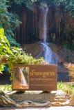 Phu a chanté la cascade avec de l'eau seulement en Thaïlande -36 à 35 degrés Images stock