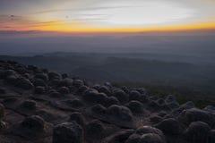 Phu Lom Lo, Lan Hin Taek, Lan Hin Pum no parque nacional de Phu Hin Rong Kla PHRK em Phetchabun imagens de stock