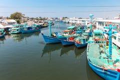 Phu Quoc,越南- 2015年1月14日, :渔夫生活方式他们的小船的在Thoi码头村庄, Phu Quoc海岛 库存图片