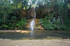 Phu sjöng vattenfallet med vatten endast i Thailand -36 till 35 grad Royaltyfri Fotografi