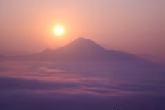 Phu Tok - paisaje en la niebla Imagen de archivo