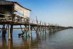 Phu Yen,越南- 2016年3月31日:Ong在越南逮捕桥梁最长的木桥 免版税库存照片