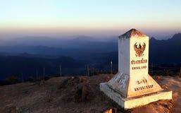 Phucheefah parkerar Gränsområde mellan Thailand och Laos I solnedgången arkivfoton