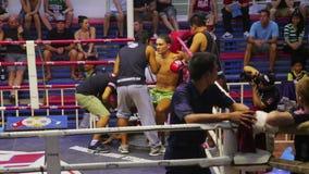 PHUKET, ΤΑΪΛΆΝΔΗ - ΤΟΝ ΙΟΎΝΙΟ ΤΟΥ 2014: Ταϊλανδικές αντιστοιχίες σε θήκη Muay φιλμ μικρού μήκους