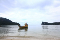 Phuket, ΤΑΪΛΑΝΔΗ - 5 Ιανουαρίου: βάρκα Ασία εξόρμησης καγιάκ θάλασσας τοπίων στις 5 Ιανουαρίου 2015 Στοκ Φωτογραφίες