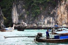 Phuket, ΤΑΪΛΑΝΔΗ - 5 Ιανουαρίου: βάρκα Ασία εξόρμησης καγιάκ θάλασσας τοπίων στις 5 Ιανουαρίου 2015 Στοκ Εικόνες