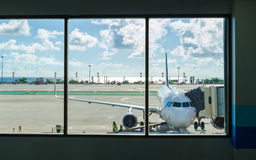 Phuket-Flughafenlandung Lizenzfreie Stockfotografie