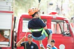 Phuket-gennaio 14,2017: Zip-line per gioco da bambini il giorno a dei bambini Immagine Stock
