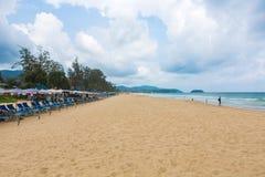 PHUKET - 7 JUNI: De toeristen besteden hun vakantie op 7 JUNI, 2014 Stock Afbeelding