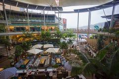 Phuket, o 22 de maio de 2014: Entrada da alameda central do festival com aberto Foto de Stock