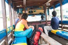PHUKET, Oct, 2016 van THAILAND 30: De niet geïdentificeerde mensen reizen rond Royalty-vrije Stock Afbeeldingen