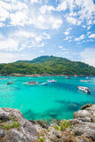 Phuket, Tailândia 21 de dezembro: céu azul de vista bonita e wate claro Fotos de Stock