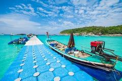 Phuket, Tailândia 21 de dezembro: céu azul de vista bonita e wate claro Foto de Stock