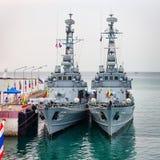 PHUKET, TAILÂNDIA - 22 DE FEVEREIRO DE 2013: Dois birmanês militar sh ancorados Imagem de Stock Royalty Free