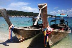Phuket, TAILÂNDIA - 5 de janeiro: barco Ásia da excursão do caiaque do mar da paisagem o 5 de janeiro de 2015, Imagens de Stock Royalty Free