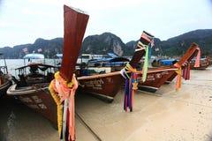 Phuket, TAILÂNDIA - 5 de janeiro: barco Ásia da excursão do caiaque do mar da paisagem o 5 de janeiro de 2015 Imagem de Stock Royalty Free