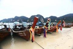 Phuket, TAILÂNDIA - 5 de janeiro: barco Ásia da excursão do caiaque do mar da paisagem o 5 de janeiro de 2015 Imagens de Stock Royalty Free