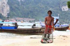 Phuket, TAILÂNDIA - 5 de janeiro: barco Ásia da excursão do caiaque do mar da paisagem o 5 de janeiro de 2015 Fotografia de Stock Royalty Free