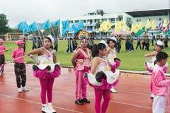 PHUKET, TAILÂNDIA - 13 DE JULHO: Parada do aluno no estádio Fotos de Stock Royalty Free