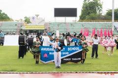 PHUKET, TAILÂNDIA - 13 DE JULHO: Parada do aluno no estádio Fotografia de Stock