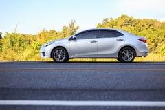 PHUKET, TAILÂNDIA - 16 DE JUNHO: Estacionamento de Toyota Corolla Altis no Imagens de Stock