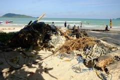 Phuket, Tailândia - 23 de junho de 2018: Um minuto morno da família, lixo fi foto de stock