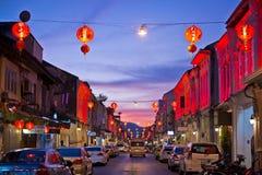 PHUKET, TAILÂNDIA - 31 de outubro de 2015; colorido da luz na cidade velha Fotografia de Stock