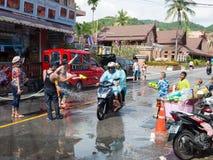 Phuket, Tailandia - 13 de abril de 2017: Celebración del Año Nuevo budista tailandés - Songkran Imágenes de archivo libres de regalías