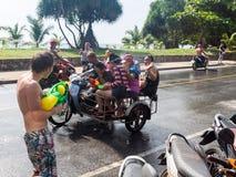 Phuket, Tailandia - 13 de abril de 2017: Celebración del Año Nuevo budista tailandés - Songkran Imagen de archivo libre de regalías
