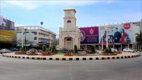 Phuket, Tailandia - 30 de abril de 2015 torre de reloj en el círculo de Surin, lapso de tiempo metrajes