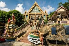 PHUKET, TAILANDIA - 11 DE ENERO: Khao sonó el templo Wat Khao Rang i Fotos de archivo libres de regalías