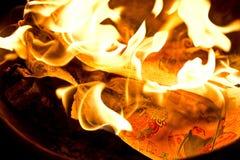 Phuket, TAILANDIA 10 de febrero:: Año Nuevo chino - falsificación quemada gente Fotografía de archivo