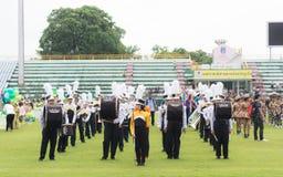PHUKET, TAILANDIA - 13 DE JULIO: Desfile del alumno en el estadio Imágenes de archivo libres de regalías