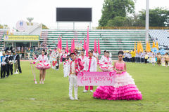 PHUKET, TAILANDIA - 13 DE JULIO: Desfile del alumno en el estadio Fotografía de archivo libre de regalías