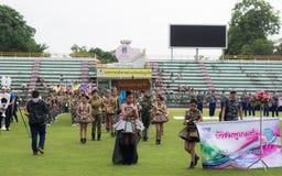 PHUKET, TAILANDIA - 13 DE JULIO: Desfile del alumno en el estadio Fotos de archivo libres de regalías